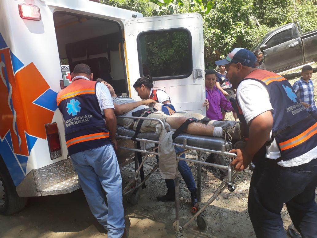 Al menos 12 personas salen heridas tras volcarse un vehiculo