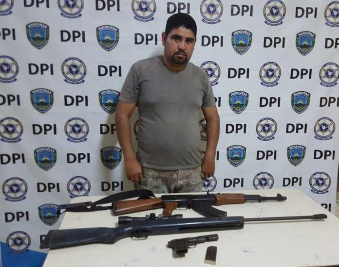 detenido con armas en Yoro