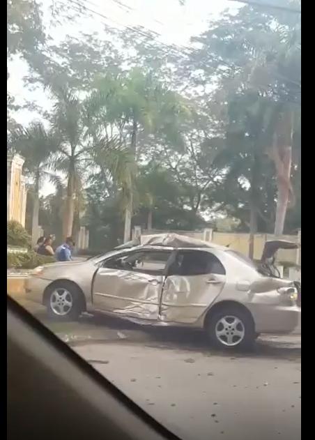 Conductor se estrella y deja su carro abandonado en San Pedro Sula
