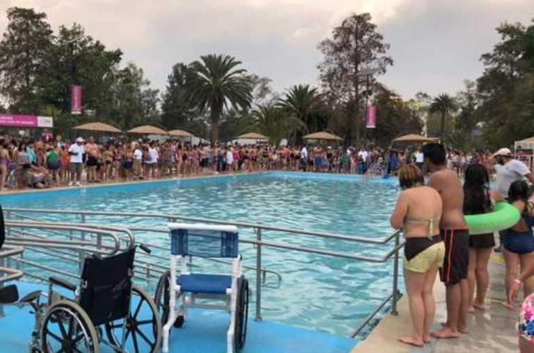 Retiran a veraneantes de un balneario al encontrar heces humanas dentro de la piscina