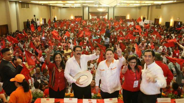 """Manuel Zelaya llama """"vacas"""" a todos los líderes y dirigentes de Libre"""