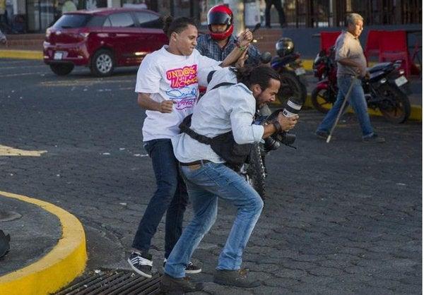 Nicaragua: Ortega  reprime protestas por reforma de pensiones y suspende medios