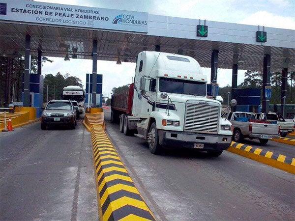 Amenazan con paro de transporte por aumento de peajes