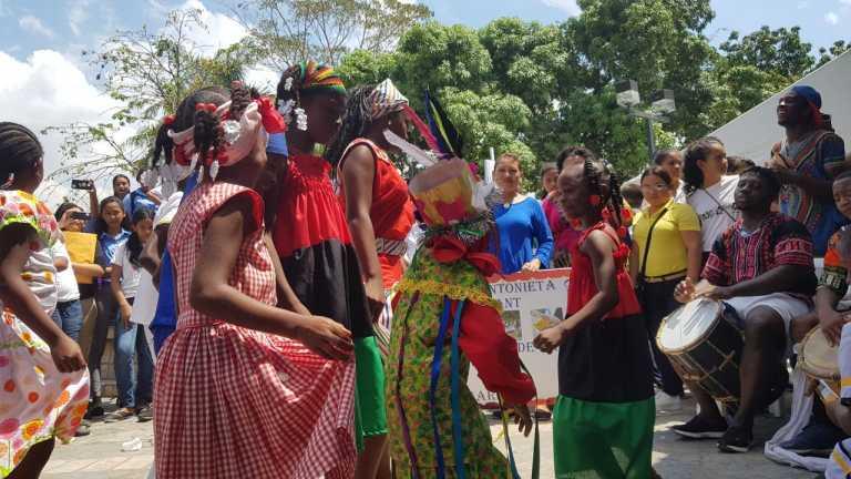 Unos 28 mil niños garífunas toman clases en centros públicos del país
