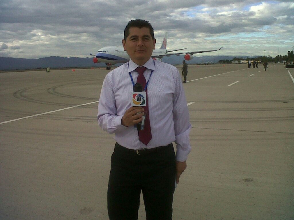 Yovanny Villalobos periodista de canal 11.