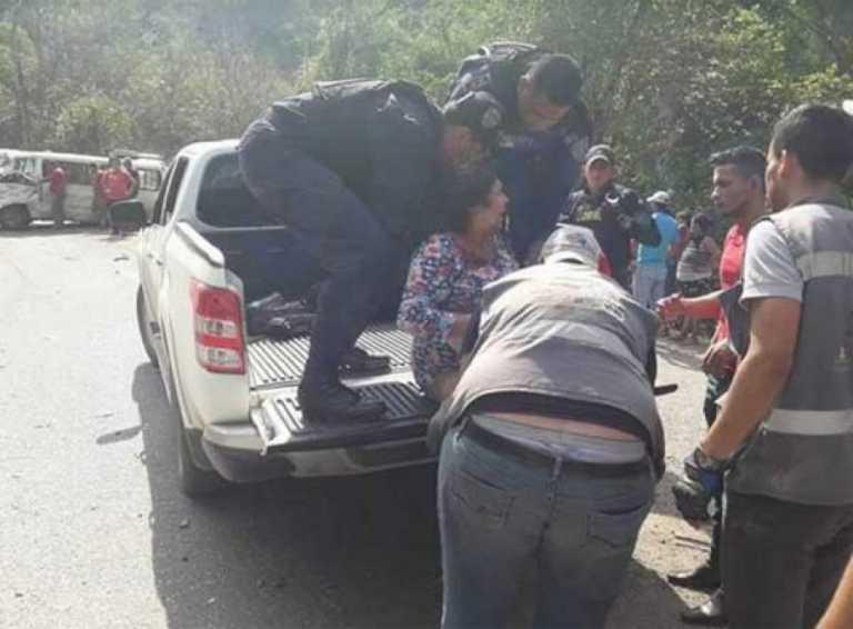 Colisión entre dos vehículo deja varios heridos en Copán