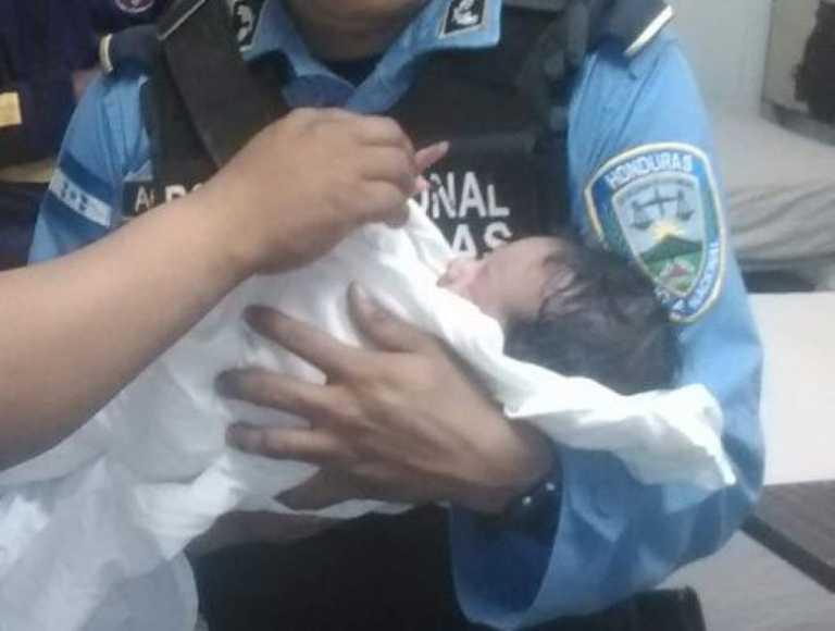 Un mujer dio a luz dentro de una patrulla policial en Peña Blanca