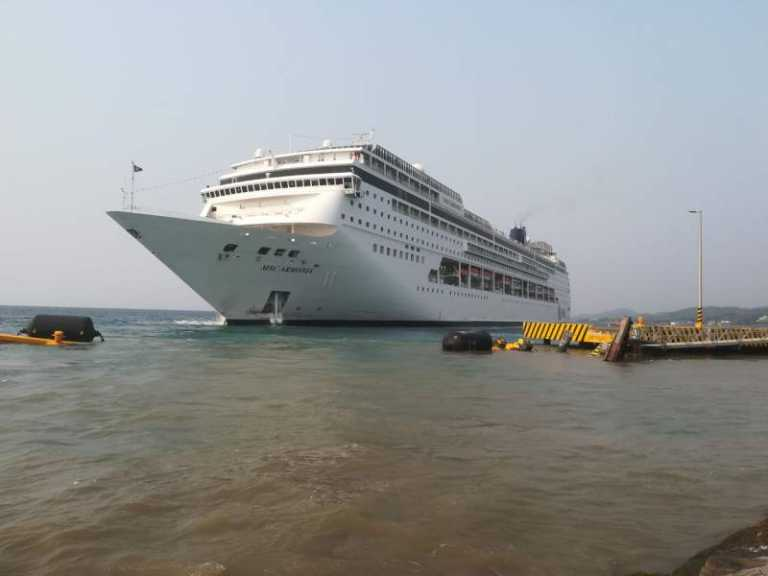 VÍDEO: momentos de tensión cuando crucero impacta con muelle en Roatán