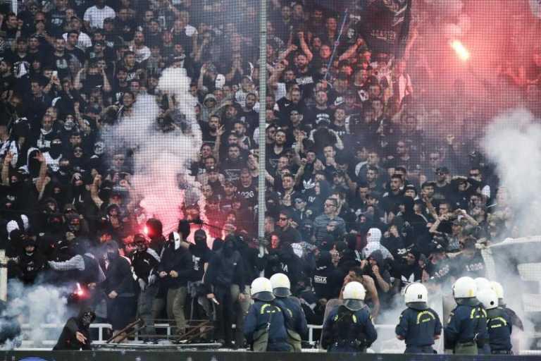 Hinchas griegos protagonizan fuertes peleas callejeras