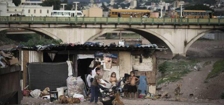 Economistas hondureños: la pobreza extrema no se ha reducido