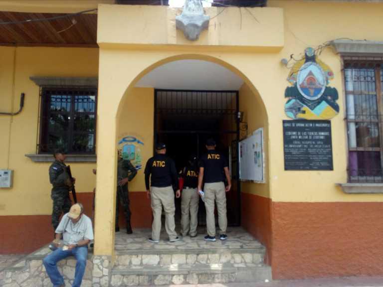 ATIC decomisa documentación de alcaldía Copán Ruinas