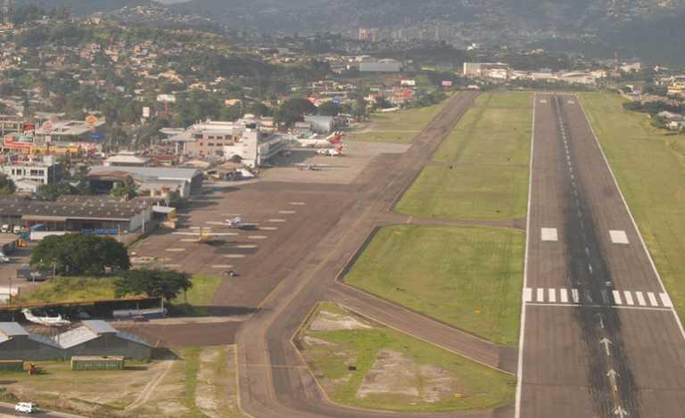 Tras accidente: suspenden los vuelos en el Aeropuerto Toncontín