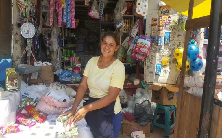 """""""Mi hermanito murió en mis brazos por desnutrición"""": emprendedora"""