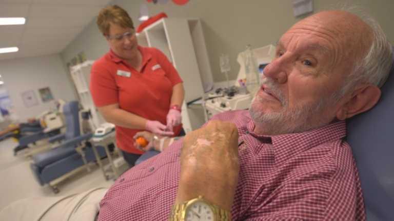 Hombre donó sangre  por 60 y salvó a más de 2 millones de bebés