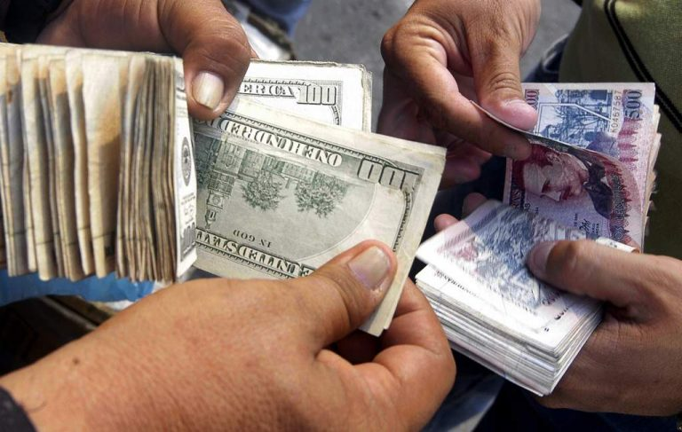 Cobros en dólares continúan ahogando a la población hondureña