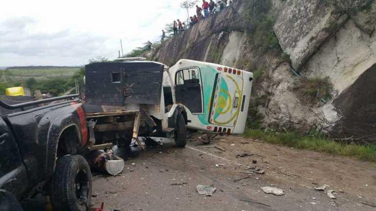 Estas son las imágenes más impactantes de la brutal colisión ocurrida en carretera a Olancho