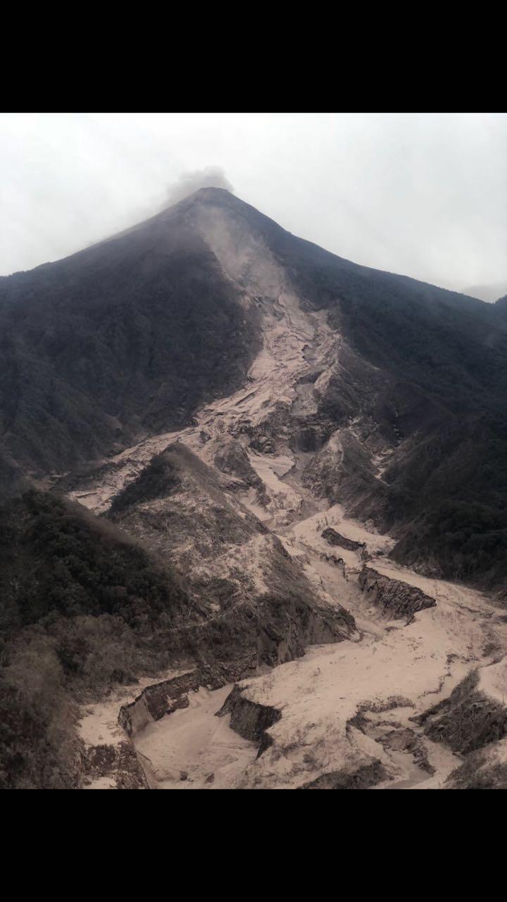 Erupción del Volcán en Guatemala no representa peligro para Honduras, según geógrafo