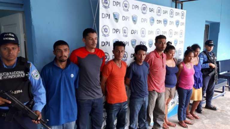 Detienen a ocho personas con droga y armas en Olanchito
