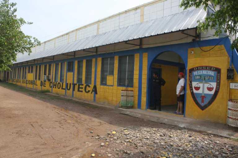 Reos con dengue fueron internados en el Hospital Regional del Sur