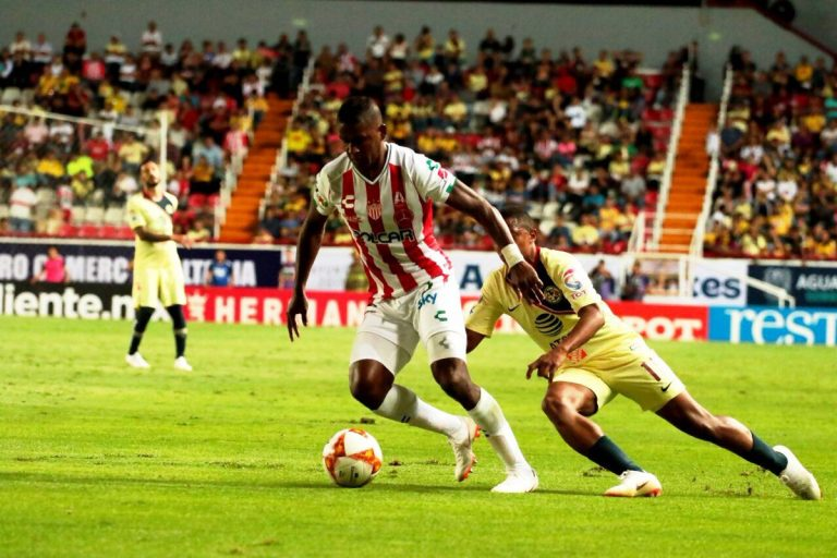 Brayan Beckeles en el 'once ideal' de la fecha 1 en la Liga MX