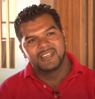 Hondureño deportado clama por su hijo que sigue en el centro de detención en Texas