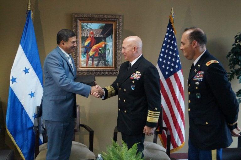 FFAA recibe la visita del Comandante del Comando Sur de los EUA