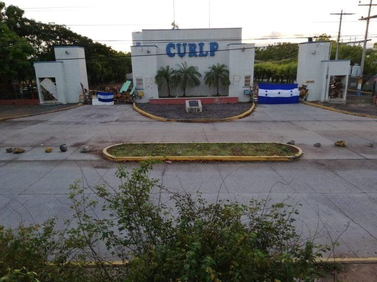 Continúan tomas del CURLP; exigen salida de la directora interina