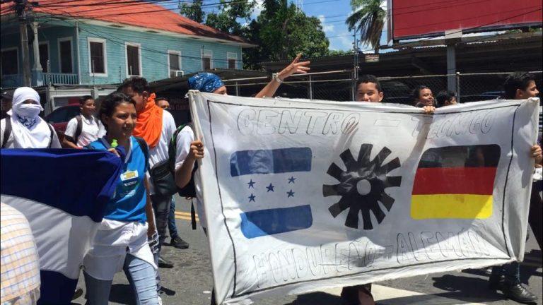 Movilización de estudiantes en SPS; padres de familia se unen y opinan