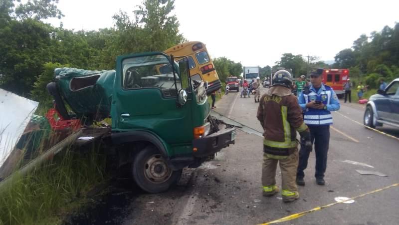 accidente de autobús y camión en Santa Rita