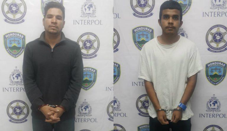 Deportados tenían orden de captura y en aeropuerto los recibe la Policía