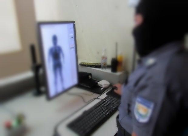 Con escáneres el Gobierno pretende evitar ingreso de armas a las cárceles