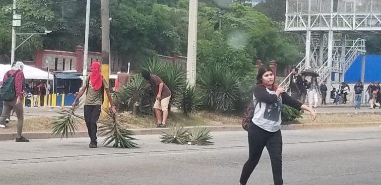 Estudiantes de la UNAH protestan por tarifas del transporte