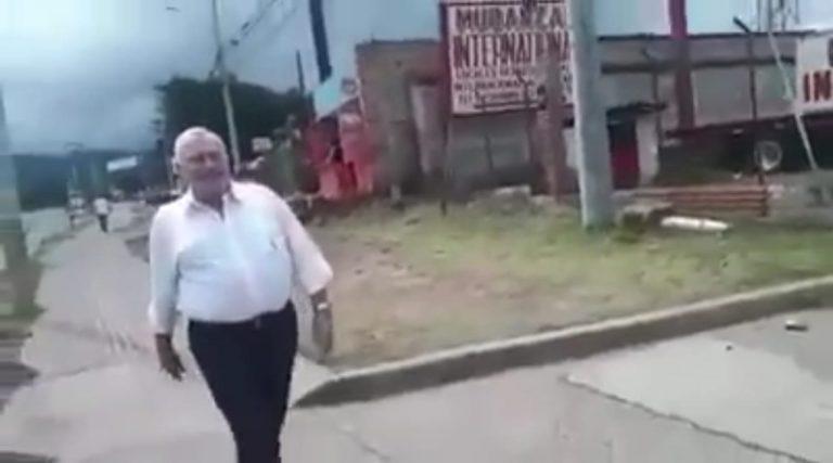 Para demostrar su inocencia, el diputado Óscar Nájera caminó por el bulevar Suyapa