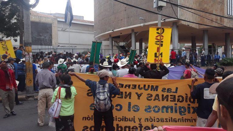 Garífunas e indígenas protestan frente al CN por Ley de Consulta Libre