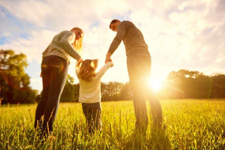 Expertos: ley de adopción busca una familia para el niño y no un niño para una familia