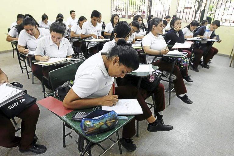 Secretaría de Educación busca tregua: ofrece bono estudiantil de mil lempiras