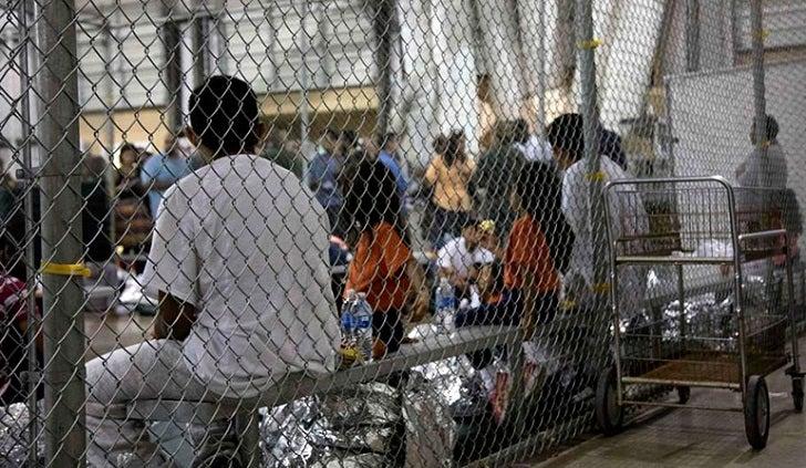 Juez le pone un alto a las deportaciones de familias inmigrantes en Estados Unidos