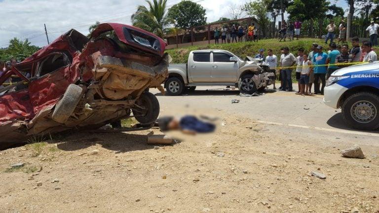 Una maestra y dos policías pierden la vida en trágico accidente en Olancho