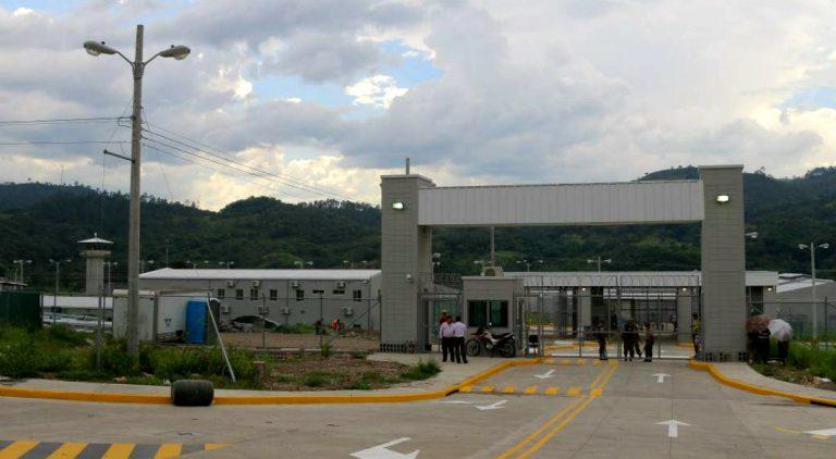 INP cancela visitas para los reclusos en «El Pozo» tras protagonizar motín