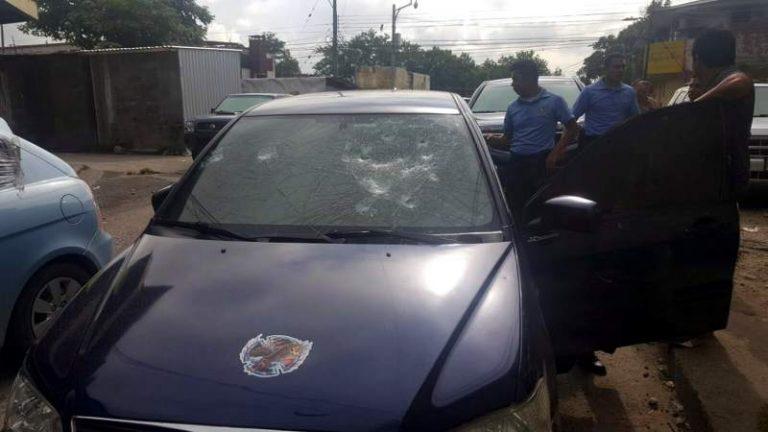 SPS: «limpiavidrios» destruyen carro de un ciudadano por no darles dinero