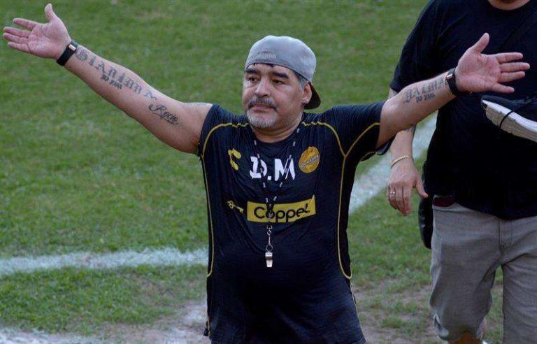 Técnico mexicano asegura que Maradona está enfermo y debería ir a rehabilitación