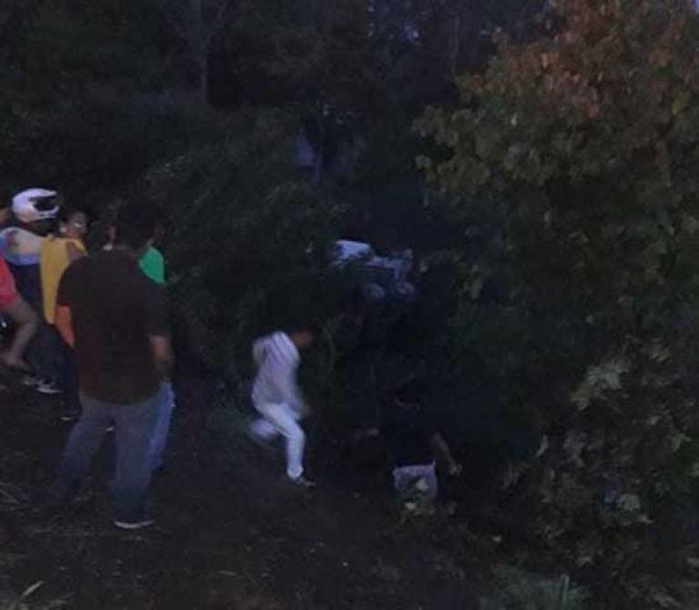 Dos muertos y cuatro heridos deja volcamiento de una rastra en Choluteca