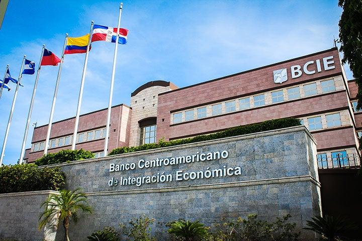 Unos $1,069 millones invertirá el BCIE en el sur y occidente de Honduras