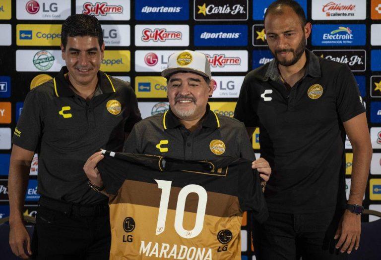 VIDEO: La polémica presentación de Diego Armando Maradona en Dorados de Sinaloa