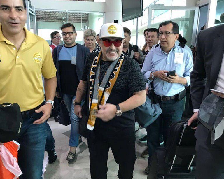 ¡Bienvenido Diego! Así reciben a Maradona en su llegada a Culiacán