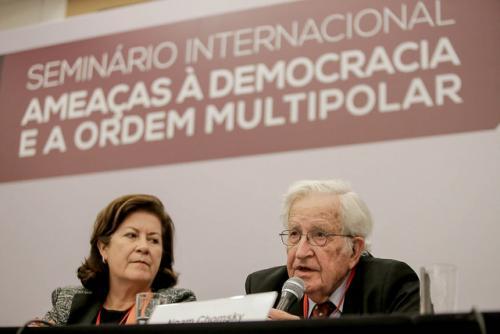 Opinión de Emir Sader: Lo que está en juego en Brasil