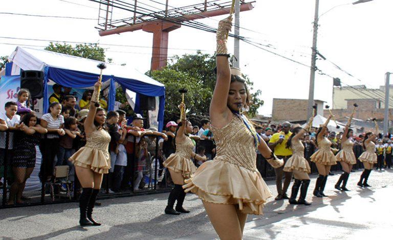 Palillonas del Instituto Alfonzo Guillén Zelaya obtienen primer lugar en desfiles