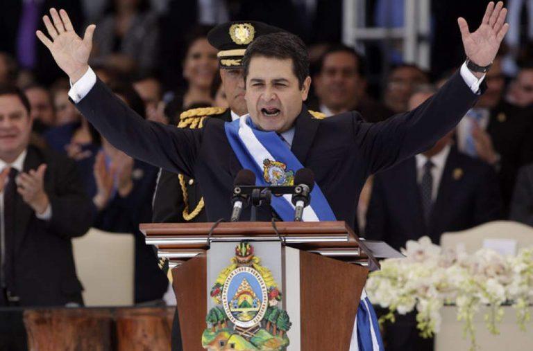 """Manuel Zelaya: reglamentar la sentencia ilegal sobre la reelección es """"una alternativa"""""""