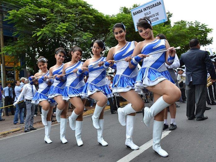 Prohíben participación en desfiles no oficiales