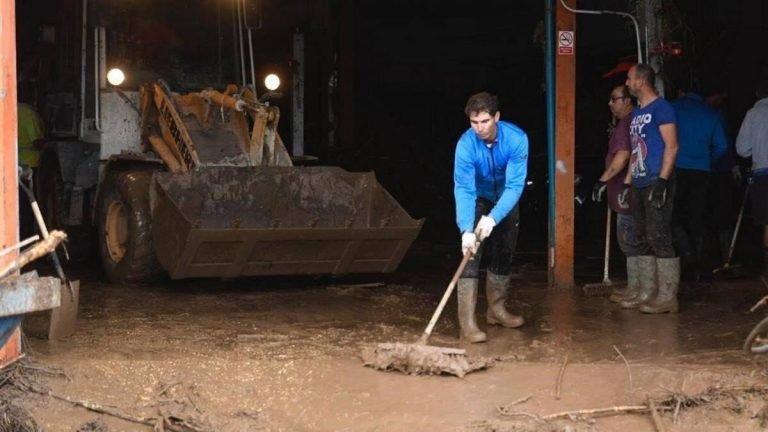 ¡Héroe! El tenista Rafael Nadal hace limpieza tras inundaciones en Mallorca